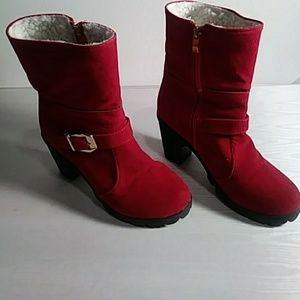 NWOT Red winter boots sz 36 Eur . 6 in US sz